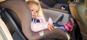 Zasady przewożenia dzieci w fotelikach samochodowych